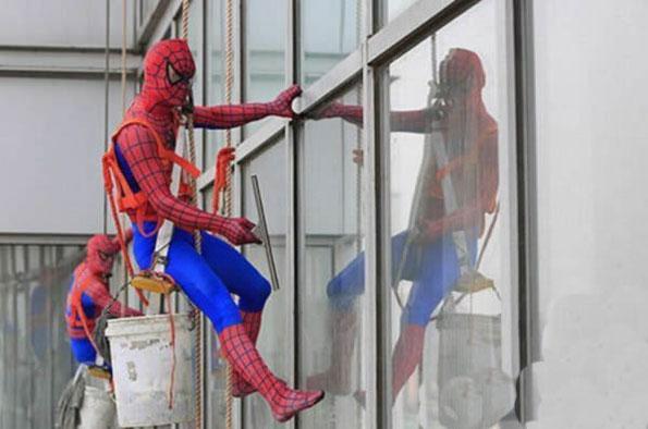 生活所迫,蜘蛛侠也出来打工了!