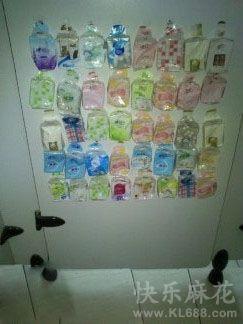 厕所里闲着没事出现的一幕